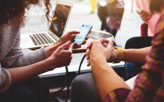 Στον αιώνα των κοινωνικών δικτύων, της παγκόσμιας διασύνδεσης και της συνεχούς ενημέρωσης, η πρόταση του ΣΥΡΙΖΑ για την ψήφο των αποδήμων επικαλείται στην «ελλιπή πληροφόρηση». SHUTTERSTOCK