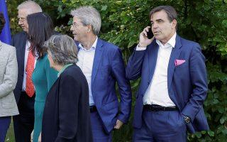 Ο Μαργαρίτης Σχοινάς (δεξιά) με άλλους επιτρόπους, στη διάρκεια ενός σεμιναρίου της Ευρωπαϊκής Επιτροπής. Η ονομασία του τίτλου του αντιπροέδρου για την Προστασία του Ευρωπαϊκού Τρόπου Ζωής προκάλεσε ποικίλες αντιδράσεις. EPA