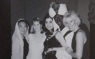 Η επίμαχη φωτογραφία με τον Τζάστιν Τριντό μεταμφιεσμένο σε μαύρο, για την οποία ο Καναδός πρωθυπουργός ζήτησε δημόσια συγγνώμη χαρακτηρίζοντας την πράξη του ανόητη.