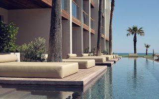 Ο όμιλος στα 49 ελληνικά ξενοδοχεία του απορροφάει μέρος μόνον από τα 3 εκατομμύρια επισκεπτών που φέρνει στη χώρα, καθώς έχει συνάψει και εξυπηρετεί χιλιάδες συμβάσεις και με ελληνικά ξενοδοχεία τρίτων επιχειρήσεων.