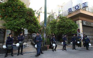 Το κατειλημμένο κτίριο του κινηματογράφου ΒΟΞ στα Εξάρχεια, με εντολή εισαγγελέα, εκκενώθηκε και σφραγίστηκε τον Απρίλιο του 2012, (φωτ.). Λίγες μόνον ώρες αργότερα, και αφού αποχώρησαν οι αστυνομικές δυνάμεις, αναρχικοί το ανακατέλαβαν.