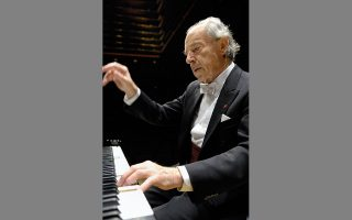 O Πάουλ Μπαντούρα-Σκόντα παραμένει, πιθανόν, ο μόνος πιανίστας ο οποίος έχει ηχογραφήσει πλήρεις κύκλους με τις Σονάτες του Μότσαρτ, του Μπετόβεν και του Σούμπερτ τόσο σε σύγχρονα πιάνα όσο και σε όργανα εποχής.