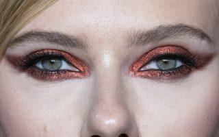 Στα μάτια. Στην ετήσια διοργάνωση του  ELLE  με τίτλο «Γυναίκες στο Χόλιγουντ», στο Μπέβερλι Χιλς  βρέθηκε η ηθοποιός Scarlett Johansson με τους φωτογράφους να εστιάζουν στο βλέμμα της. EPA/ETIENNE LAURENT