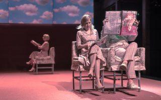 «Η φαλακρή τραγουδίστρια», σε σκηνοθεσία της Σοφίας Μαραθάκη, ανεβαίνει ξανά στη Σκηνή της Φρυνίχου.