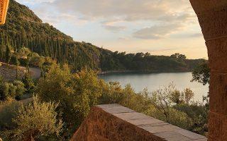 Το σπίτι βρίσκεται στην  περιοχή Καλαμίτσι της Καρδαμύλης σε έκταση περίπου  9 στρεμμάτων.