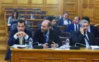 Στιγμιότυπο από τη χθεσινή συνεδρίαση της επιτροπής. Από την ψηφοφορία που διεξήχθη απείχε ο ΣΥΡΙΖΑ, το ΚΚΕ καταψήφισε την πρόταση για την εξαίρεση των δύο, ενώ η Ελληνική Λύση περιορίστηκε στο «παρών».