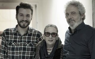 Ο Θοδωρής Βουτσικάκης, η Λίνα Νικολακοπούλου και ο Νίκολα Πιοβάνι. Στις 24 Οκτωβρίου συναντώνται στο Μέγαρο Μουσικής.