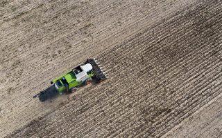 Σύμφωνα με τον κοινωνιοβιολόγο Edward O. Wilson, τα 10,4 δισεκατομμύρια στρέμματα αγροτικής γης που υπάρχουν θα μπορούν να συντηρήσουν περί τα 10 δισεκατομμύρια ανθρώπους.