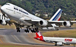 Το 2004 οι ΗΠΑ προσέφυγαν στον ΠΟΕ καταγγέλλοντας τις επιδοτήσεις που χορηγούσε η Ε.Ε. στην αεροδιαστημική βιομηχανία της, ενώ μόλις ένα χρόνο πριν η Airbus, για πρώτη φορά στην ιστορία της, είχε υπερβεί σε παραγγελίες την αμερικανική Boeing.