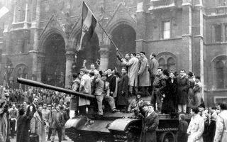 H Σοβιετική Ένωση βρίσκεται αντιμέτωπη με τον πρώτο μεγάλο μεταπολεμικό τριγμό στο εσωτερικό της, όταν μία μεγάλη αντικαθεστωτική φοιτητική κινητοποίηση στη Λαϊκή Δημοκρατία της Ουγγαρίας θα μετατραπεί την ίδια μέρα σε ένοπλη εξέγερση κατά του καθεστώτος-δορυφόρου της Ε.Σ.Σ.Δ., η οποία θα μείνει στην ιστορία ως η Ουγγρική Επανάσταση του 1956. A.P.