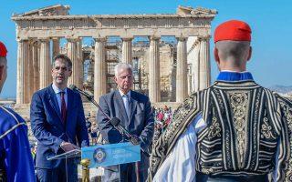 epeteiaki-eparsi-tis-ellinikis-simaias-stin-akropoli-gia-ta-75-chronia-apo-tin-apeleytherosi-tis-polis-ton-athinon0