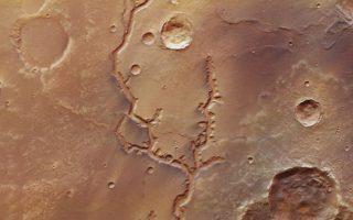 nees-fotografies-archaion-koiladon-ston-ari-apo-to-diastimiko-skafos-mars-express0
