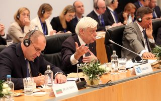 Ο Πρόεδρος της Δημοκρατίας Προκόπης Παυλόπουλος (Κ) μιλάει στην έναρξη της 15ης Άτυπης Συνάντησης Μη Εκτελεστικών Προέδρων των κρατών-μελών της Ε.Ε. (Ομάδα