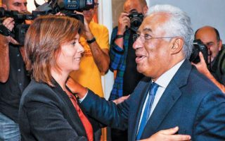 Ο επανεκλεγείς Σοσιαλιστής Πορτογάλος πρωθυπουργός Αντόνιο Κόστα με τη γενική γραμματέα του Αριστερού Μπλοκ Καταρίνα Μάρτινς. EPA/ANTONIO COTRIM