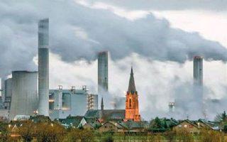 Oι προσπάθειες αντιμετώπισης της κλιματικής αλλαγής και στη χώρα μας πρέπει να αποτελούν ένα συνεκτικό πλέγμα μέτρων που να μειώνουν κατά το δυνατόν τις εκπομπές αερίου θερμοκηπίου. REUTERS