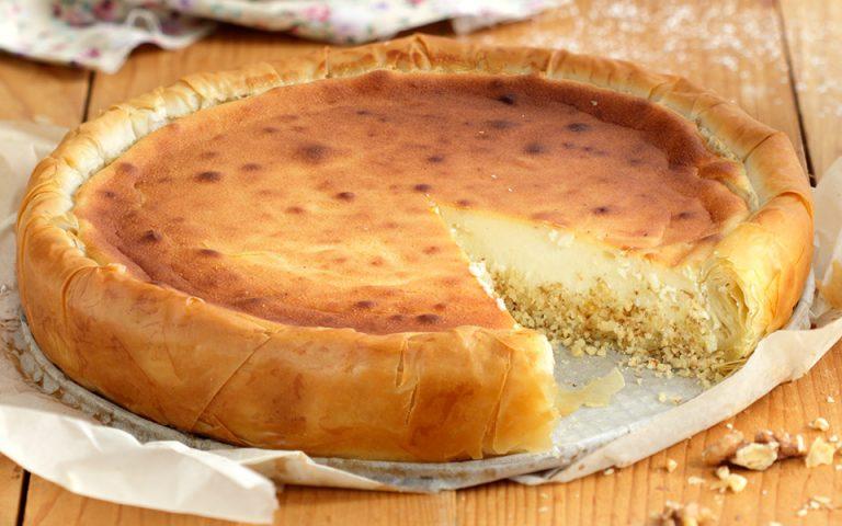 Τσίζκεϊκ με μέλι και καρύδια