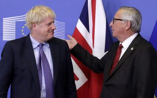 epa07927458 President of the European Comission Jean-Claude Juncker (R) and British Prime Minister Boris Johnson shake hands during a press conference on the Brexit deal in Brussels, Belgium, 17 October 2019. According to reports, the EU and the British government have reached a deal for Brexit.  EPA/OLIVIER HOSLET
