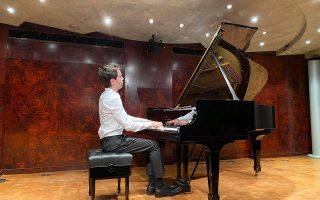 Eργα Σοπέν ερμήνευσε κατά τη φετινή εμφάνισή του στην Αθήνα ο 26χρονος Ισραηλινός πιανίστας Μάταν Φίσοφ. PROMOTION