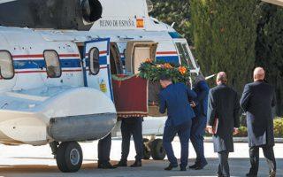 Με ελικόπτερο μεταφέρθηκε η σορός του Ισπανού δικτάτορα Φρανθίσκο Φράνκο από το Μαυσωλείο της Κοιλάδας των Πεσόντων στον οικογενειακό τάφο, στο κοιμητήριο Ελ Πάρδο της Μαδρίτης, όπου ενταφιάστηκε δίπλα στη σύζυγό του. Η διαδικασία εκταφής και νέου ενταφιασμού κόστισε 63.000 ευρώ. Σε τηλεοπτικό διάγγελμά του, ο πρωθυπουργός της Ισπανίας Πέδρο Σάντσεθ τόνισε ότι η εκταφή του Φράνκο αποτελεί ακόμη ένα βήμα προς την εθνική συμφιλίωση.