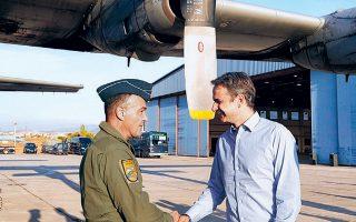 Ο πρωθυπουργός, χθες, κατά την αναχώρησή του από το αεροδρόμιο της Ελευσίνας με προορισμό την Αλεξανδρούπολη προκειμένου να παρακολουθήσει τη στρατιωτική άσκηση «Παρμενίων 2019».