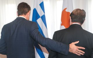 H Κύπρος αποφασίζει, η Ελλάδα συμπαρίσταται...