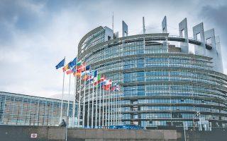 Ανταλλαγή πυρών μεταξύ Ν.Δ. και συριζα με αφορμή την ψηφοφορία στο Ευρωκοινοβούλιο.