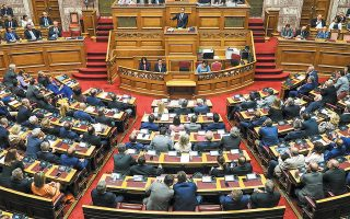 Παρών στη συζήτηση αναμένεται να είναι και ο Δημήτρης Παπαγγελόπουλος. Η πρόταση της Νέας Δημοκρατίας θα ψηφιστεί σε μυστική ψηφοφορία, έως τα μεσάνυχτα.