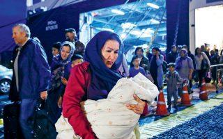 Την προηγούμενη Δευτέρα, 700 άτομα μεταφέρθηκαν συνολικά από τα νησιά του Αιγαίου στην ενδοχώρα σε μια προσπάθεια αποσυμφόρησης.