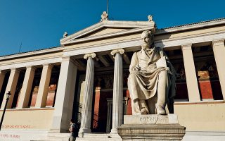 Tο πρόγραμμα, με τίτλο BA Program in the Archaeology, History and Literature of Ancient Greece, θα είναι τετραετούς διάρκειας και θα παρέχει 248 πιστωτικές μονάδες για το σύνολο των οκτώ εξαμήνων. Οι μονάδες αυτές θα αποτελούν το διαβατήριο του προγράμματος, ώστε το πτυχίο να είναι εναρμονισμένο με τα αντίστοιχα προπτυχιακά σε Ελλάδα και εξωτερικό.