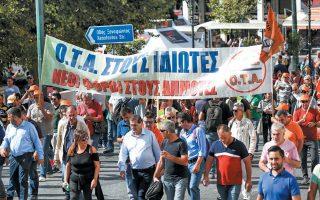 Χθες οι εργαζόμενοι στην καθαριότητα των δήμων πραγματοποίησαν συγκέντρωση και πορεία προς τη Βουλή, ζητώντας την απόσυρση του άρθρου 179.