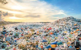 Η έκθεση αναφέρει ότι χωρίς ουσιώδη ανασχεδιασμό και καινοτομικές λύσεις, περίπου το 30% των πλαστικών συσκευασιών δεν θα μπορεί ποτέ να ανακυκλωθεί ή να επαναχρησιμοποιηθεί.