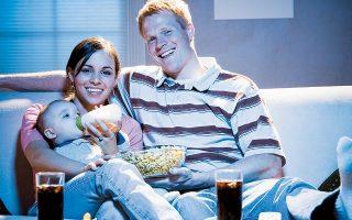 H δράση «Crybaby Matinee» δίνει τη δυνατότητα στις μαμάδες και στους μπαμπάδες να πάρουν τα μωρά τους από το σπίτι και να παρακολουθήσουν μια ταινία σε αίθουσα όπου ο ήχος θα είναι ρυθμισμένος σε χαμηλότερα επίπεδα, δεν θα επικρατεί απόλυτο σκοτάδι και θα επιτρέπονται τα καροτσάκια, τα καθίσματα μωρών και οι μετακινήσεις.
