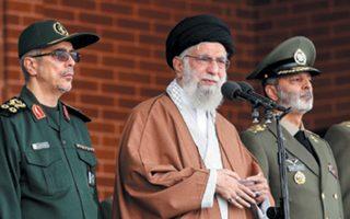 Ο ανώτατος ηγέτης του Ιράν, αγιατολάχ Χαμενεΐ, σε εκδήλωση αποφοίτησης ευελπίδων του ιρανικού στρατού.