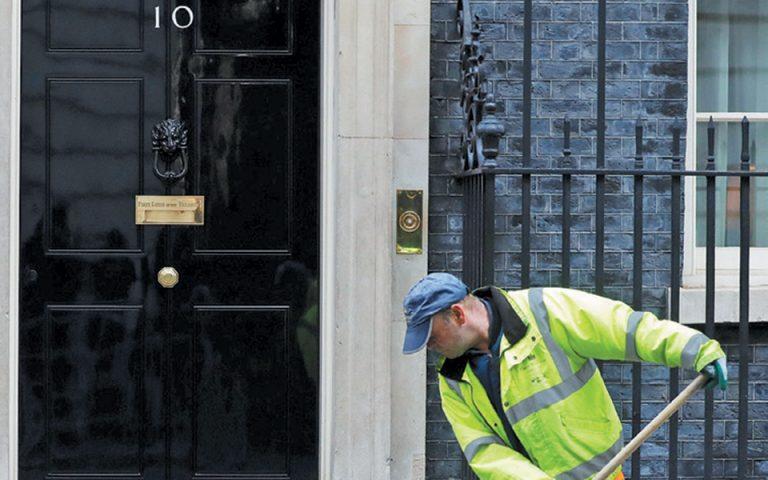 Βρετανία: Προς συνεργασία με Φάρατζ οι Συντηρητικοί