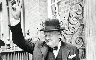 Μία κίνηση που χαρακτήριζε τον Ουίνστον Τσώρτσιλ ήταν το σήμα της νίκης. Μία δεύτερη, το κάπνισμα του πούρου του.
