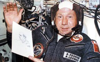 Ο πρώτος άνθρωπος που «περπάτησε στο Διάστημα» πέθανε στα 85 του στη Μόσχα, στις 11 Οκτωβρίου 2019. Ακόμη και στο Διάστημα ζωγράφιζε.