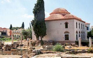 Η έκθεση φιλοξενείται στο αναστηλωμένο Φετιχιέ Τζαμί στη Ρωμαϊκή Αγορά.