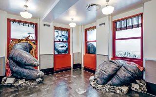 Ο Κινγκ Κονγκ είναι «μέσα» στο κτίριο, αλλά αυτή τη φορά τη θέση της Ναόμι Γουότς μπορούν να πάρουν οι επισκέπτες για μια αναμνηστική φωτογραφία.