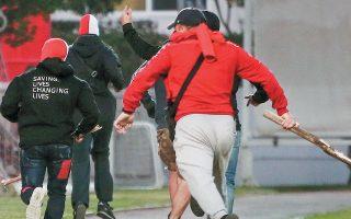 Η αστυνομία συνεχίζει να αναζητεί τους δράστες των επεισοδίων στου Ρέντη, ενώ ασχολείται και με την επίθεση που εκδηλώθηκε στον σύνδεσμο των οπαδών του Παναθηναϊκού στα Πετράλωνα λίγη ώρα μετά.