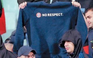 Βούλγαροι οπαδοί έστειλαν πριν από μερικές ημέρες μήνυμα στην UEFA περί «μη σεβασμού» προς αυτήν, σε ένα ματς που σημαδεύτηκε από ρατσιστικά κρούσματα εις βάρος των μαύρων Αγγλων ποδοσφαιριστών.