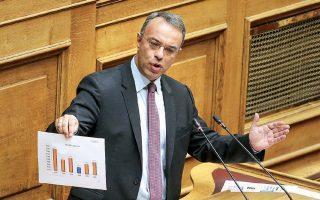 «Για δηλωθέντα εισοδήματα έως 8.500 ευρώ η συνολική φορολογική επιβάρυνση μειώνεται κατά μέσον όρο 20%», τόνισε ο υπουργός Οικονομικών Χρ. Σταϊκούρας.