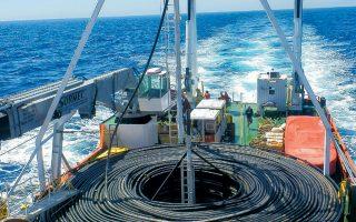Το υπ. Ενέργειας επιχειρεί να βάλει τέλος στην αβεβαιότητα που συνοδεύει τη διασύνδεση Κρήτης - Αττικής.
