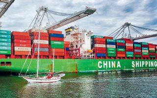 Τους πρώτους επτά μήνες του έτους οι εισαγωγές των ΗΠΑ από την Κίνα μειώθηκαν κατά 12% σε σύγκριση με την αντίστοιχη περίοδο του 2018, ενώ στις εισαγωγές της Κίνας από τις ΗΠΑ η μείωση ήταν υπερδιπλάσια, καθώς έφτασε στο 28%.