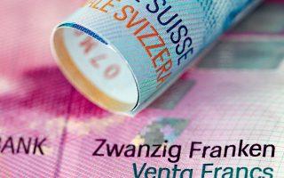 Η χθεσινή απόφαση δικαιώνει κατ' αρχάς περίπου μισό εκατομμύριο Πολωνούς καταναλωτές, διότι αναγνωρίζει ότι οι ρήτρες των τραπεζών στα στεγαστικά δάνεια είναι καταχρηστικές. Η απόφαση του ΔΕΕ δίνει το δικαίωμα στους Πολωνούς καταναλωτές να ζητήσουν την ακύρωση της δανειακής σύμβασης. Τον Αύγουστο, το ανώτατο δικαστήριο της Πολωνίας είχε κρίνει ότι τα δάνεια αυτά μπορούν να μετατραπούν και να αποπληρωθούν σε πολωνικό ζλότι.