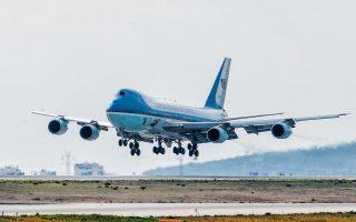 Ο πρόεδρος Τραμπ στην αρχή της θητείας του ζητούσε από την Boeing να μειώσει το κόστος των νέων αεροσκαφών Air Force One, που παραδοσιακά μεταφέρουν τον εκάστοτε Αμερικανό πρόεδρο. Τότε ο διευθύνων σύμβουλος της Boeing Ντ. Μούλενμπεργκ τον ενημέρωσε σχετικά με τις επιδοτήσεις τις οποίες ελάμβανε η αεροναυπηγική Airbus από τις Βρυξέλλες, καταστρατηγώντας τους κανόνες του θεμιτού ανταγωνισμού.