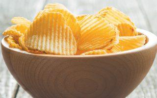 Η μείωση κατά 20% των θερμίδων που περιέχουν τα πατατάκια και τα γλυκά θα μπορούσε να προφυλάξει ένα εκατομμύριο ανθρώπους τον χρόνο από χρόνιες παθήσεις που σχετίζονται με την παχυσαρκία, ιδιαίτερα καρδιοπάθειες.