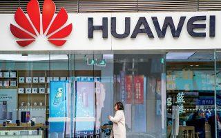 Τα θετικά οικονομικά αποτελέσματα της Huawei αποδίδονται, κυρίως, στον κυρίαρχο ρόλο που παίζει εντός Κίνας, το τεράστιο μέγεθος της οποίας της δίνει τη δυνατότητα να υπερκαλύπτει τα όποια κενά από τη μείωση των πωλήσεων στο εξωτερικό. Σύμφωνα με πληροφορίες του Bloomberg, ο κινεζικός κολοσσός σκοπεύει να θέσει υπό τον έλεγχό του το ήμισυ της αγοράς των έξυπνων κινητών τηλεφώνων στην Κίνα μέχρι τα τέλη του έτους.