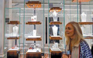 Εάν ο οίκος Tiffany αποδεχθεί την προσφορά της Louis Vuitton, τότε θα πρόκειται για τη μεγαλύτερη συμφωνία εξαγοράς που έχει πραγματοποιηθεί ποτέ στον κλάδο των ειδών πολυτελείας.