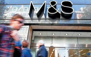 Μέσω της συνεργασίας της με την Clearpay, η M&S φιλοδοξεί να αναστρέψει την πτωτική τάση των πωλήσεών της και να ανταγωνιστεί τις μεγάλες εταιρείες λιανικής με ισχυρή διαδικτυακή παρουσία.