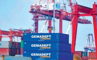 Αναλυτές τονίζουν ότι ενδεχόμενη ενδιάμεση συμφωνία ΗΠΑ - Κίνας μπορεί να οδηγήσει σε αποκλιμάκωση του εμπορικού πολέμου.